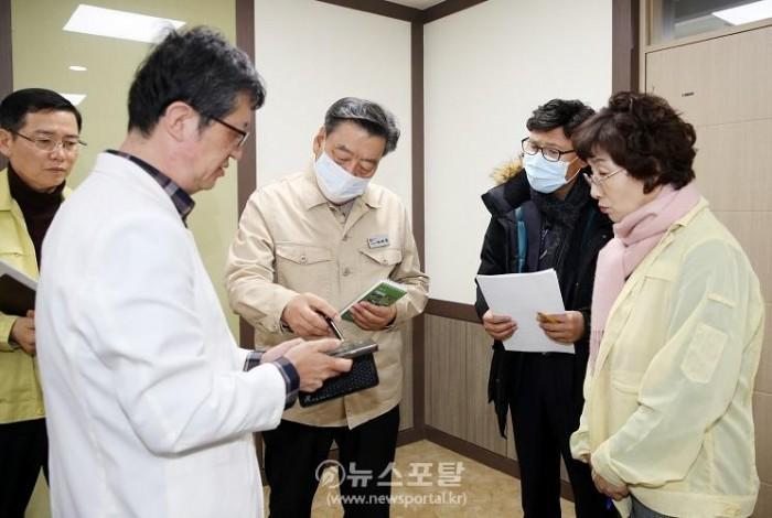 가세로 군수 신종 코로나바이러스 관련 보건의료원 방문 (2).JPG