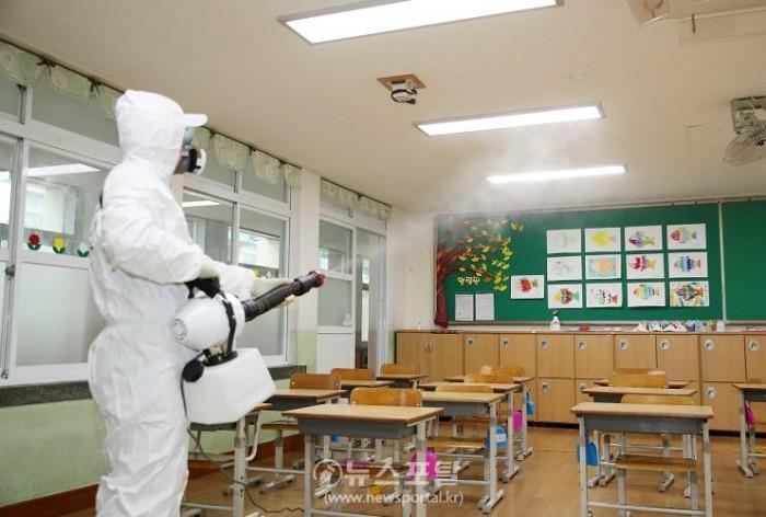 태안초등학교 방역 (1).JPG
