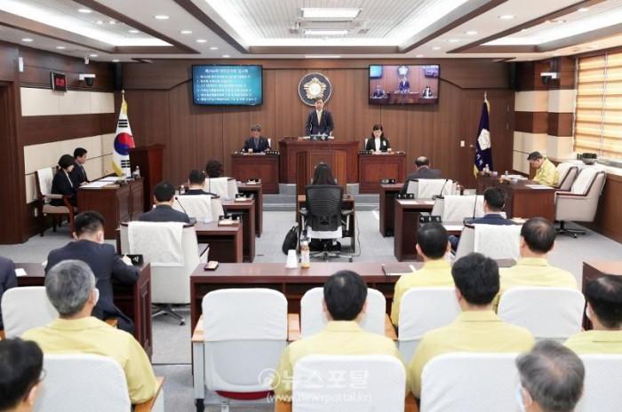 (200330)태안군의회,31일 긴급 임시회 개회.jpg